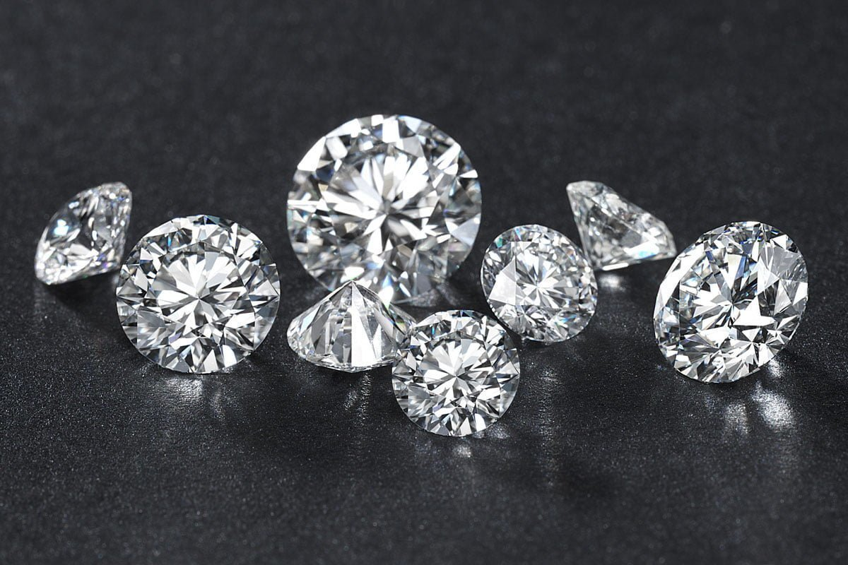 Which diamonds is the best choice for engagement rings? Lab grown or Mined diamonds?