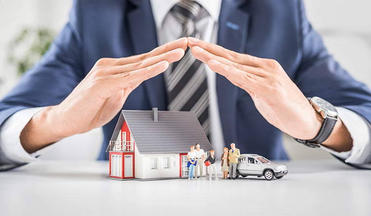 6 THINGS HOMEOWNER'S INSURANCE COVERS